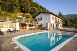 Vakantie accommodatie Italiaanse meren,Iseomeer,Lombardije,Noord-Italië Italië 12 personen